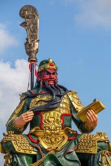 Statue chinoise de guan yu dans l'île de koh samui, thaïlande . fermer