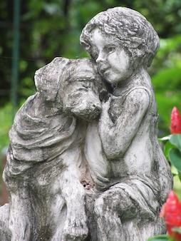 La statue dans le parc