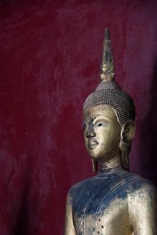 Statue dans le temple, wat xieng thong temple, luang prabang, laos