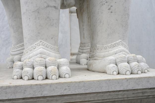 Statue détail marbre texture dans le temple du bouddhisme