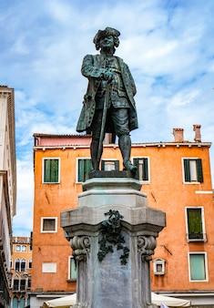 Statue du grand dramaturge italien carlo goldoni à venise, italie par antonio dal zotto à partir de 1883