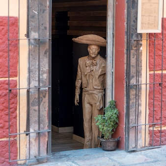 Statue à l'entrée du bâtiment, zona centro, san miguel de allende, guanajuato, mexique