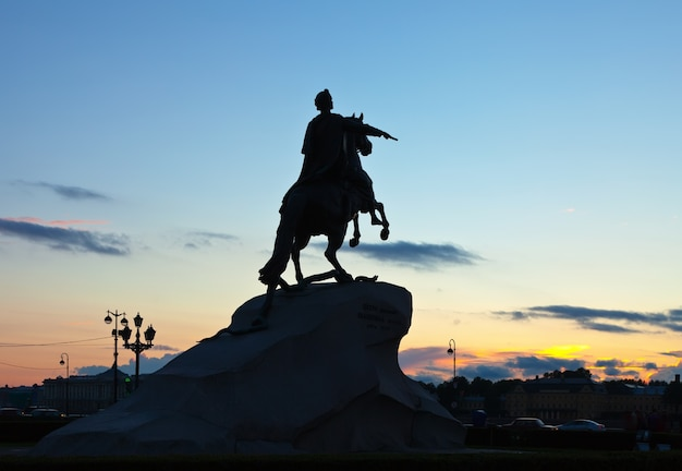 Statue équestre de pierre le grand