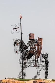 Statue en fer d'un chevalier médiéval