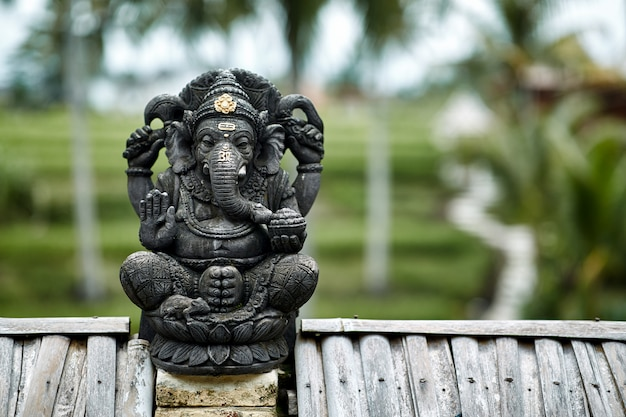Statue de ganesha en pierre à bali