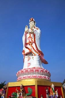 Statue de guan yin en thaïlande.