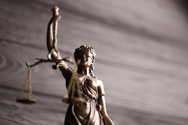 La statue de la justice - dame justice ou justitia la déesse romaine de la justice.