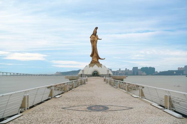 Statue de kun iam, déesse de la miséricorde et de la compassion à macao. cet endroit est une attraction touristique populaire de macao.