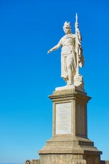 La statue de la liberté dans la ville de saint-marin, république de saint-marin