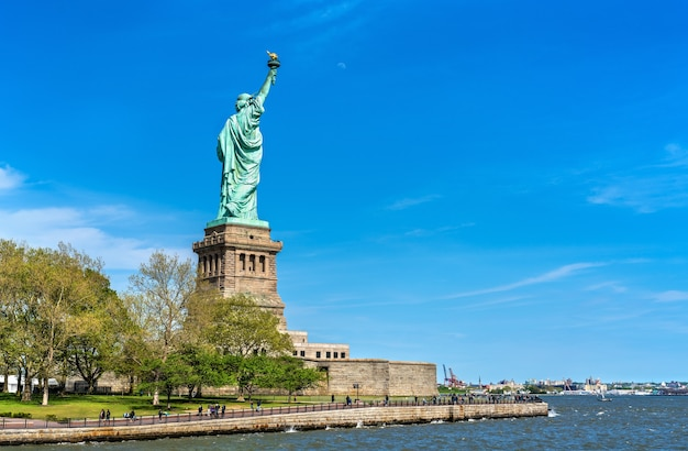 La statue de la liberté sur liberty island à new york city, usa