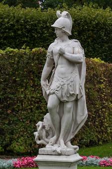 Statue en marbre du dieu romain mars au musée tsarsoe selo à saint-pétersbourg, russie
