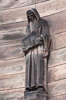 Statue de moine chrétien dans le château d'edimbourg - ecosse