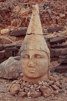 Statue sur le mont nemrut en turquie