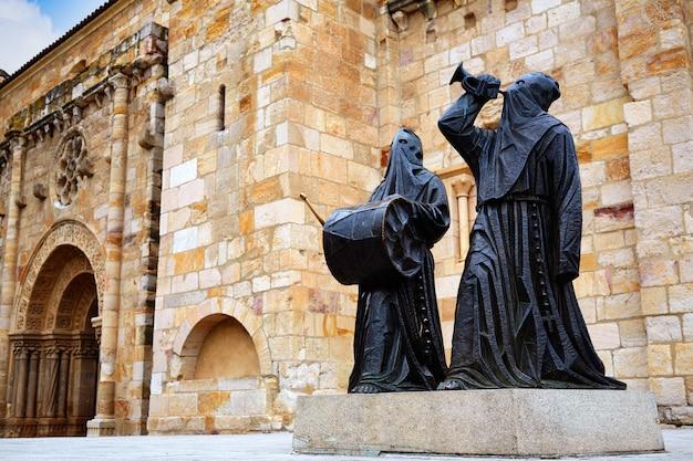 Statue de nazarenos à l'église de zamora san juan