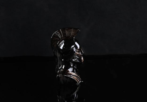 Statue noire d'un spartiate