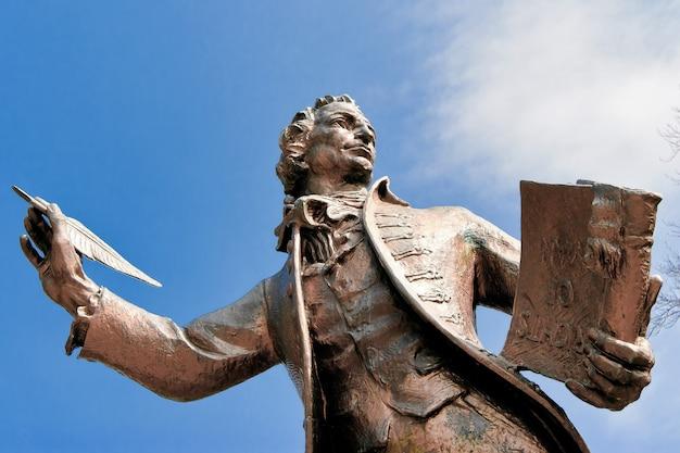 Statue de thomas paine auteur des droits de l'homme à thetford norfolk