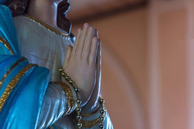 La statue de la vierge marie à la cathédrale de l'immaculée conception