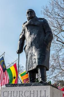 Statue de winston churchill sur la place du parlement