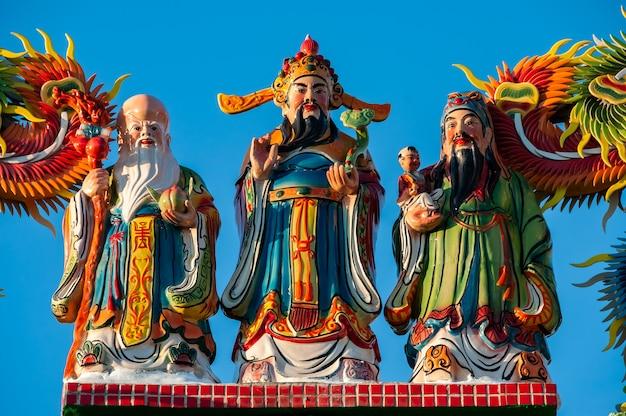 Statues aux couleurs vives des trois dieux stellaires du bonheur et de la longévité fu lu sho