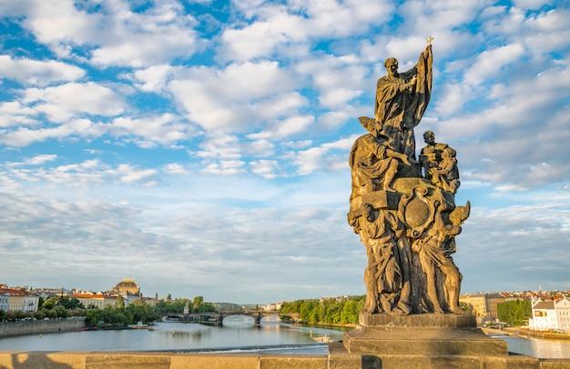 Statues baroques sur le pont charles de prague