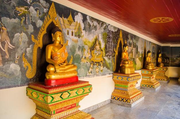 Statues dorées de bouddha à chiang mai, thaïlande