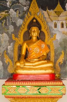Statues dorées de bouddha en vue de face