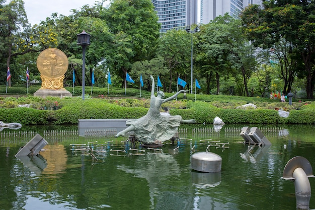 Statues et sculptures dans le jardin