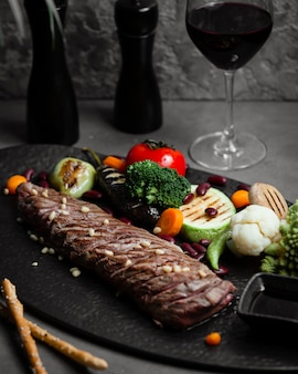 Steak aux légumes grillés