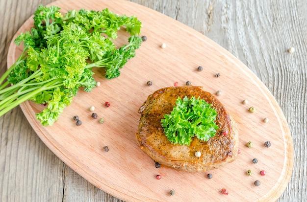 Steak de boeuf au poivre et persil