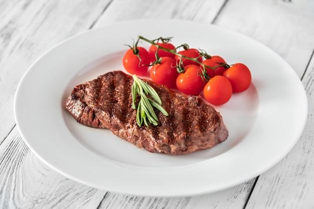 Steak de boeuf aux tomates cerises et romarin