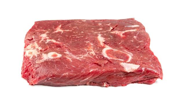 Steak de boeuf cru frais isolé. gros morceau de filet de viande de buffle libre