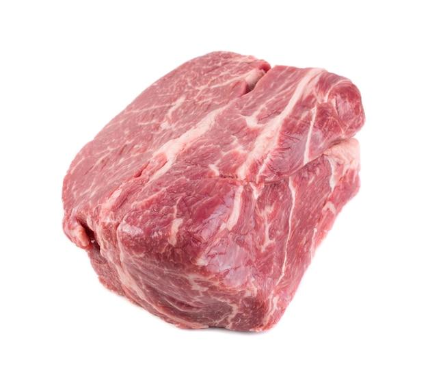 Steak de boeuf frais isolé. grand morceau de filet de viande crue vue de dessus