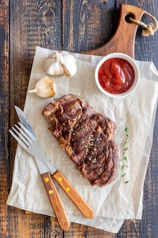 Steak de boeuf grillé. cuisine américaine. recette. viande.