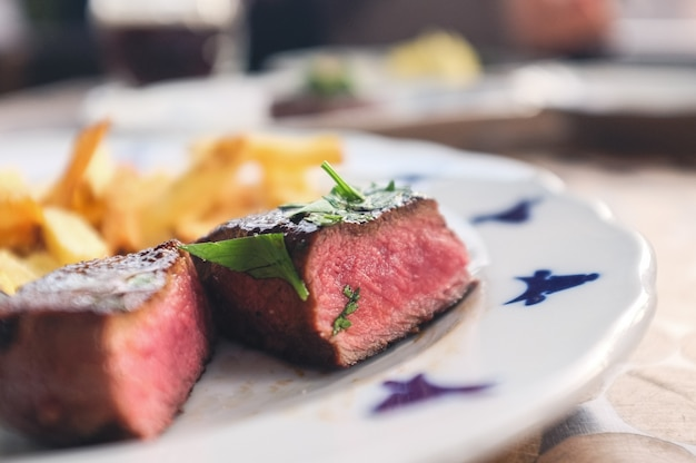 Steak de bœuf moyen avec frites