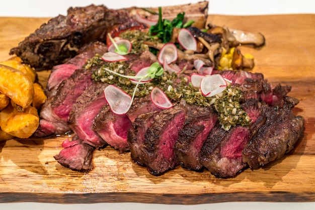 Steak de boeuf tomahawk
