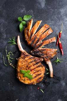 Steak de boeuf tranché grillé