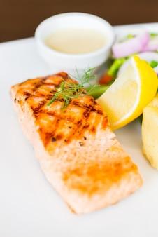 Steak grillé au saumon