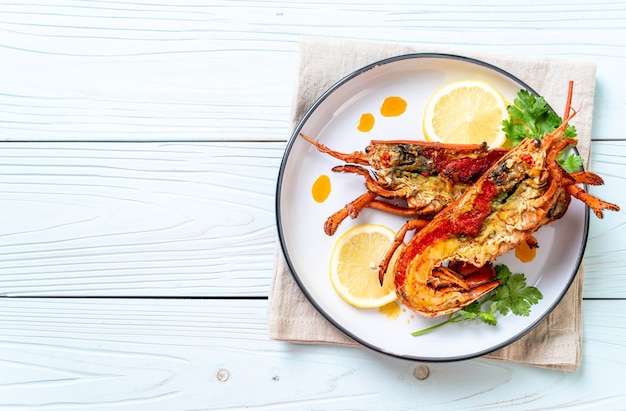 Steak de homard grillé au citron