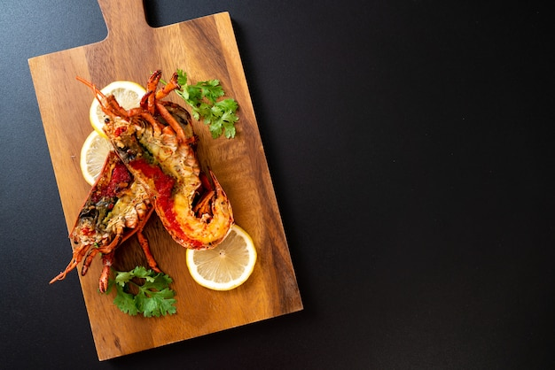Steak de homard grillé