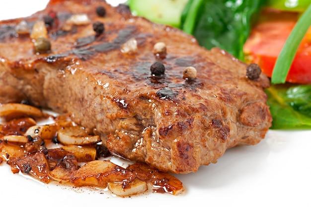 Steak et légumes grillés