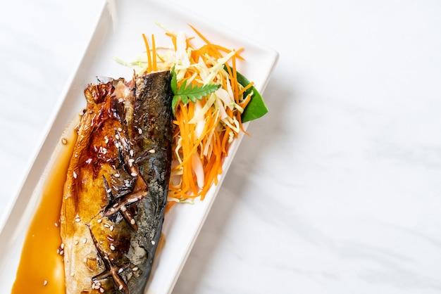 Steak de poisson saba grillé à la sauce teriyaki