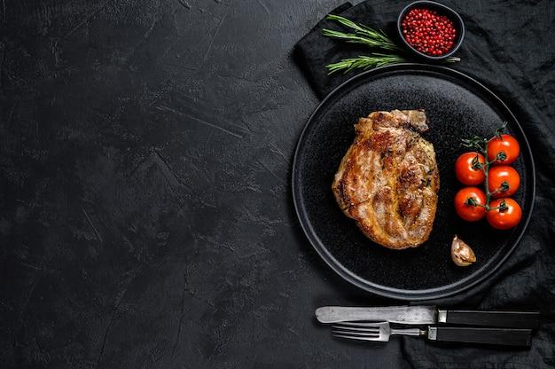 Steak de porc rôti.