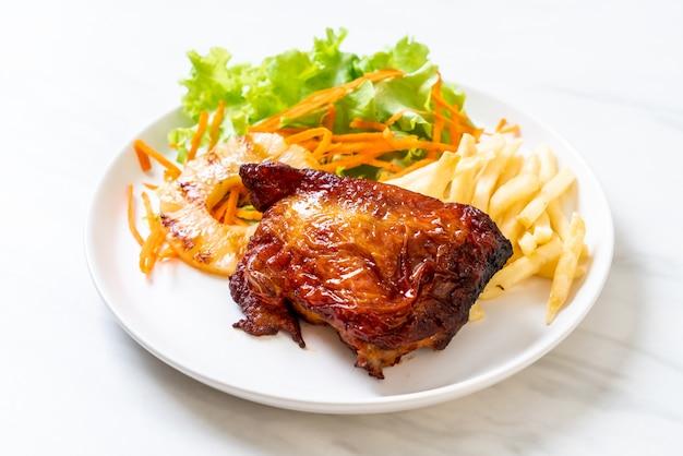 Steak de poulet grillé aux légumes
