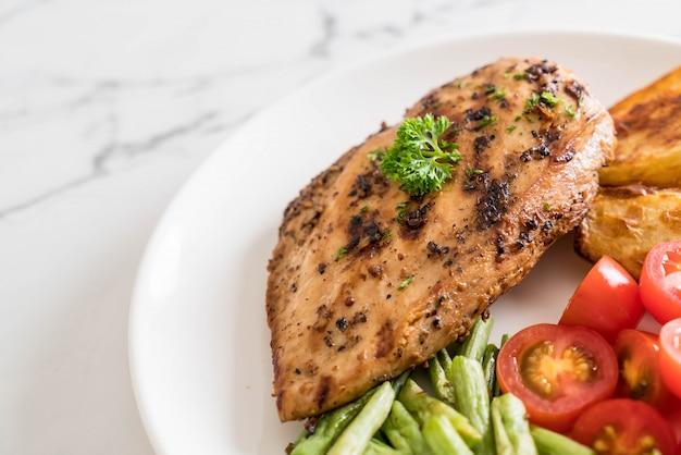 Steak de poulet grillé