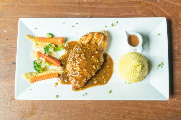 Steak de poulet avec purée de pommes de terre
