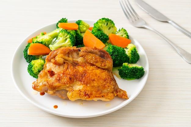 Steak de poulet teriyaki aux brocolis et carottes