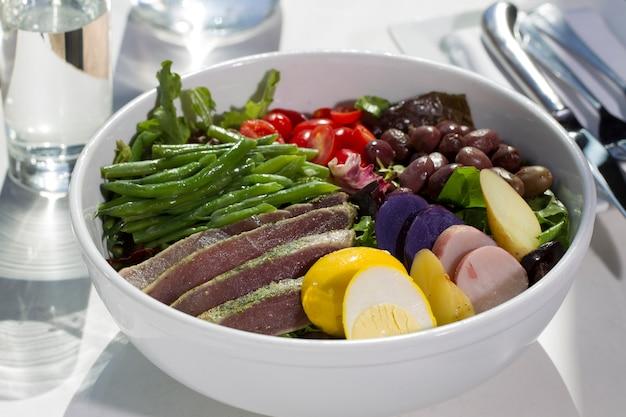 Steak avec salade
