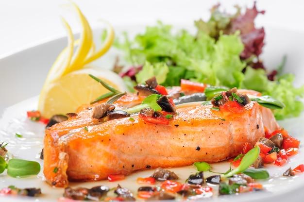 Steak de saumon rôti
