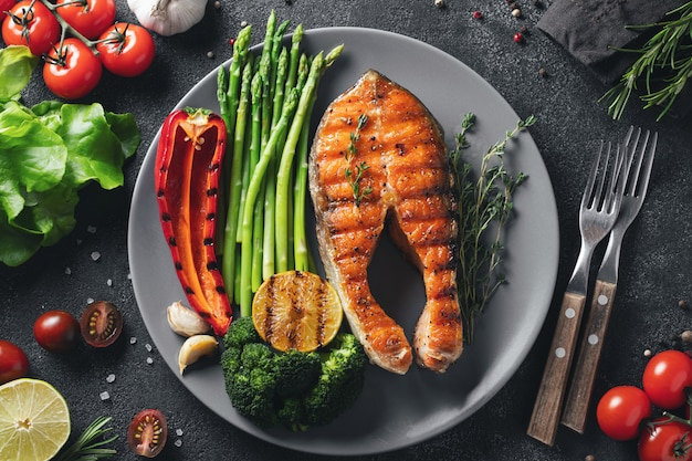 Steak de saumon savoureux et sain.