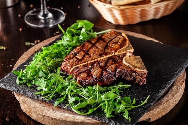 Steak t-bone juteux du vieillissement de boeuf.